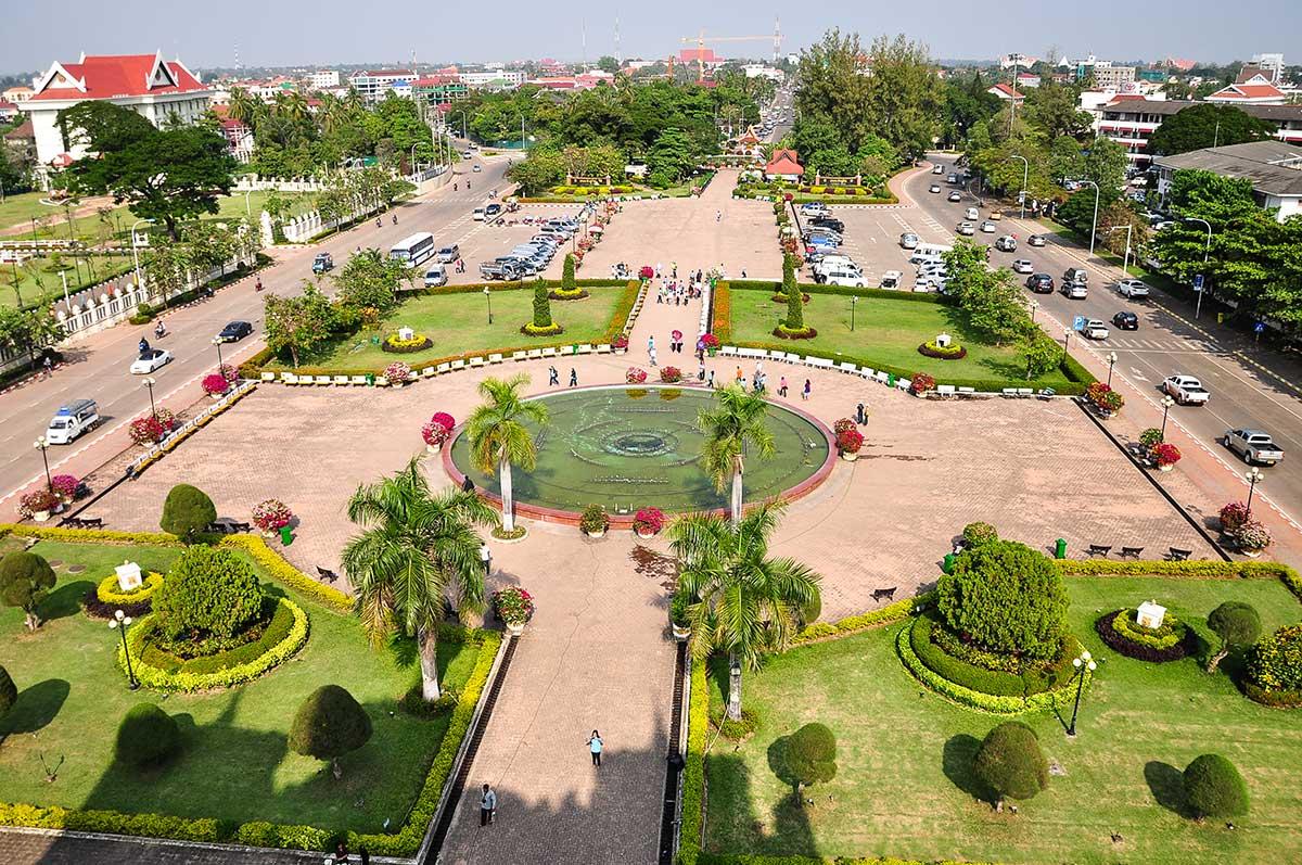Vue du jardin Patuxai Laos
