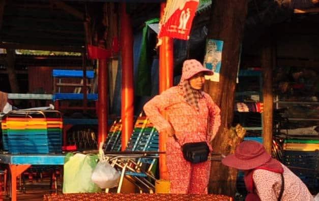 Crédit photo - Femme en pyjama au Cambodge - Rattana