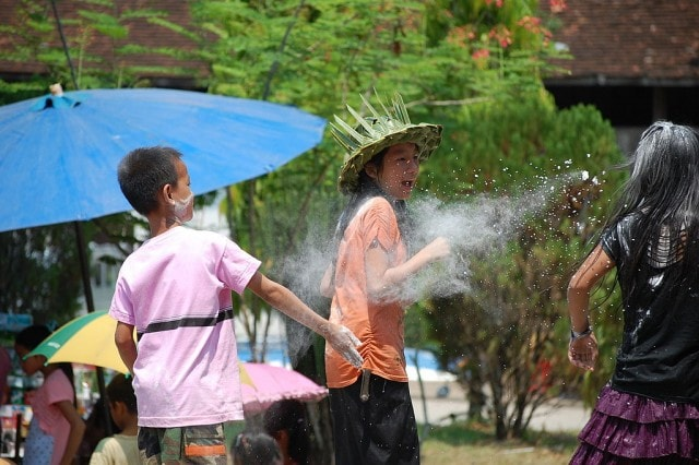 Lao_New_Year,_flour_throwing