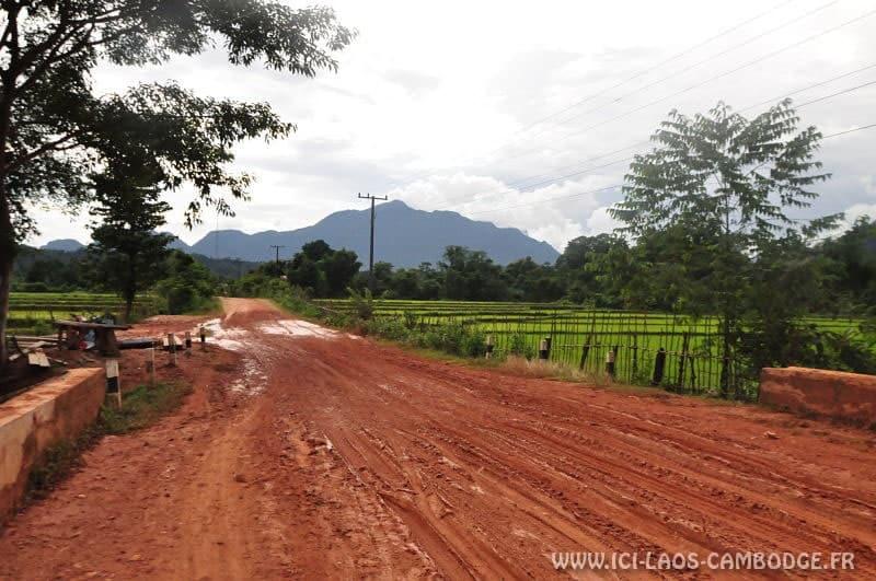 Road-trip en moto à Vang Vieng
