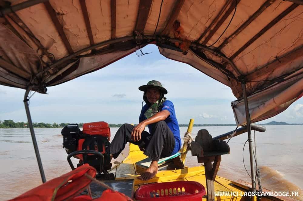 Conducteur barque à moteur