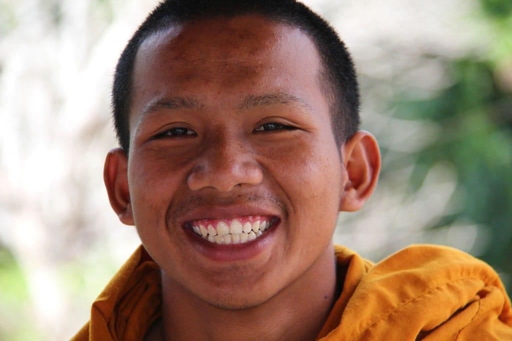 Sourire moine bouddhiste