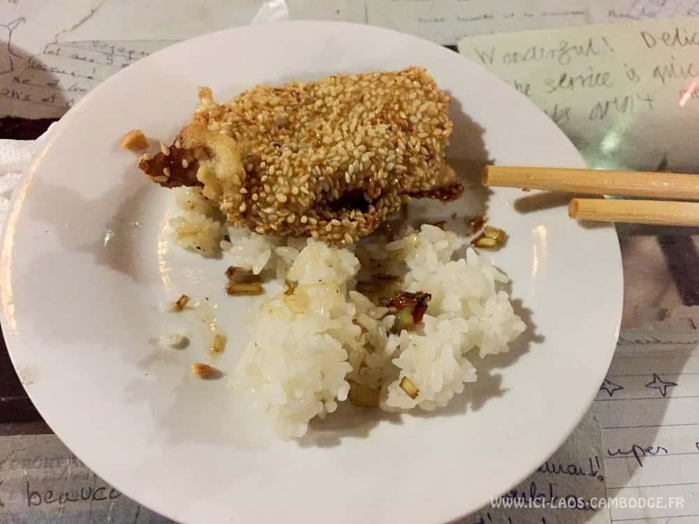 Poulet au sésame au Little Hanoi restaurant