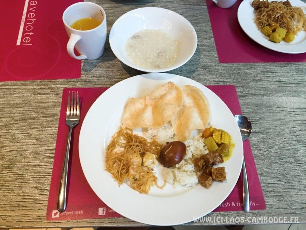 Petit déjeuner au Favehotel