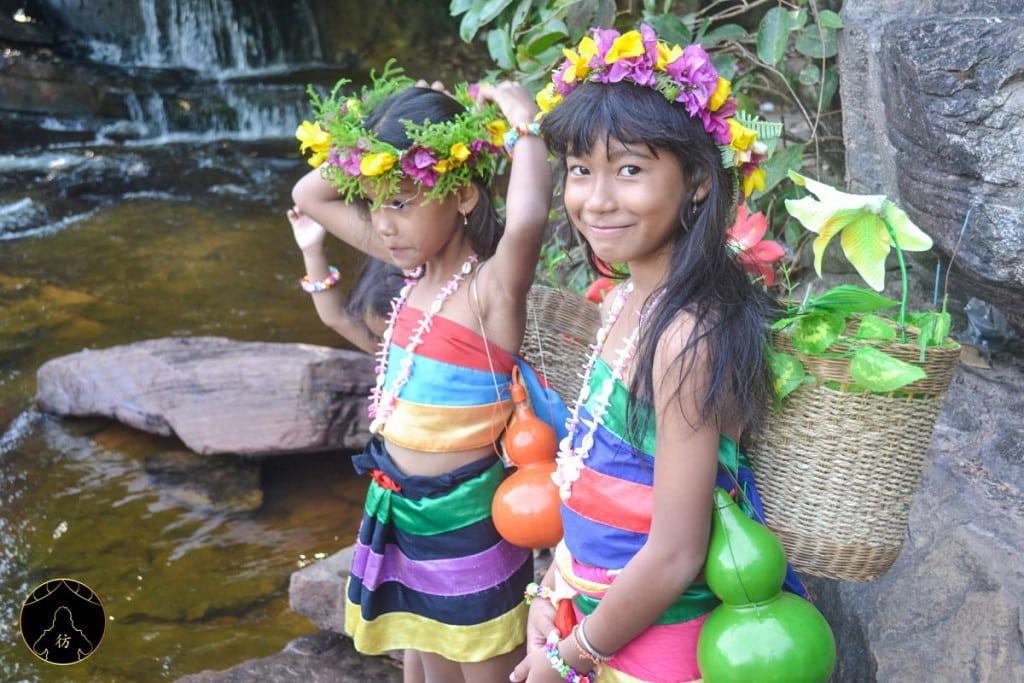 Girls-Cambodia-Kbal-Chhay-Waterfall