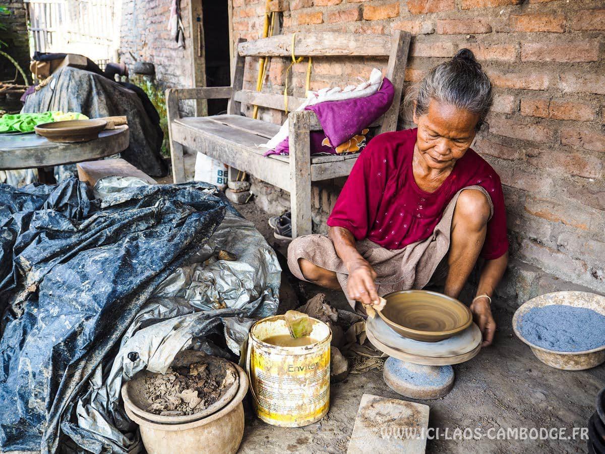 femme-poterie-indonesie
