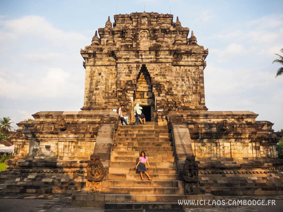temple-mendut