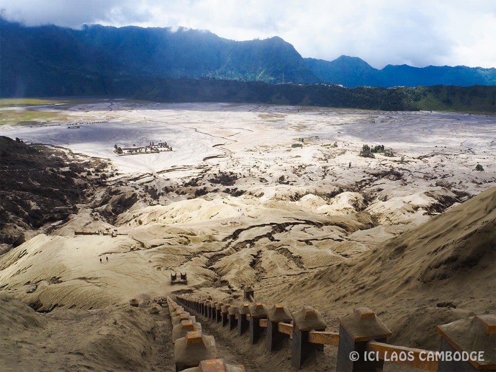 plaine-de-sable-gris-bromo