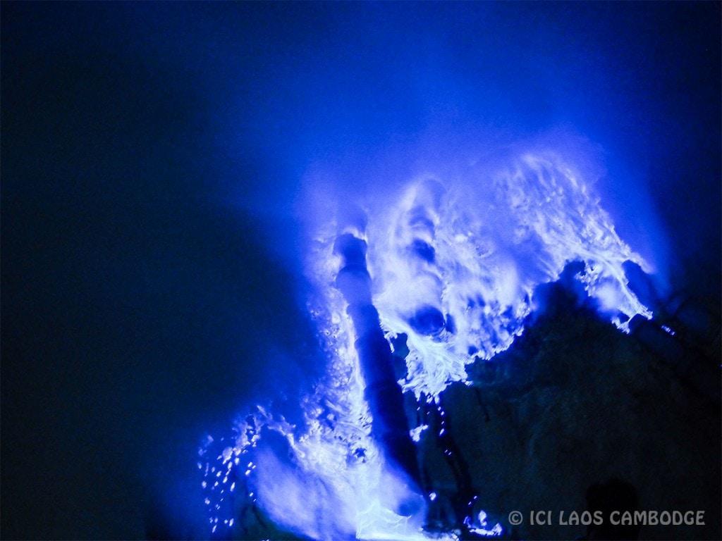 Flammes bleues volcan Kawah Ijen
