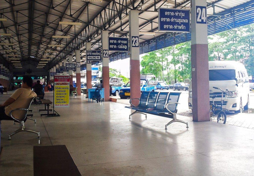 Une gare routière en Thaïlande