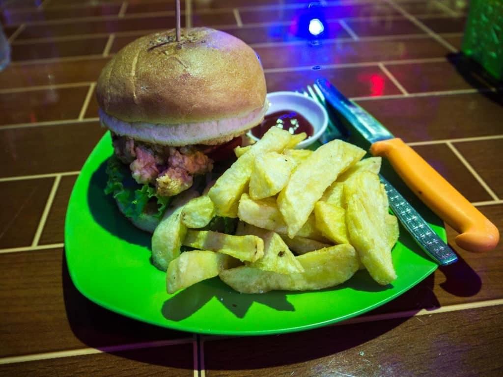Hamburger Hangout à Sen Monorom