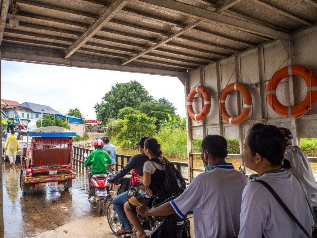 Passagergs qui débarquent à Koh Dach