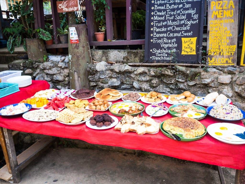 Petit déjeuner buffet Muang Ngoi