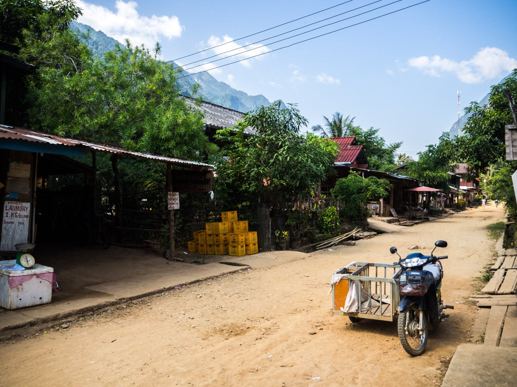 Rue principale de Muang Ngoi