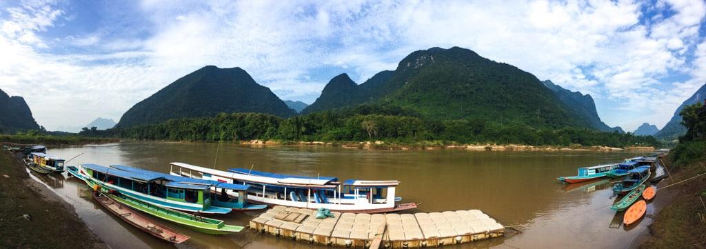 Vue d'ensemble sur l'embarcadère de Muang Ngoi
