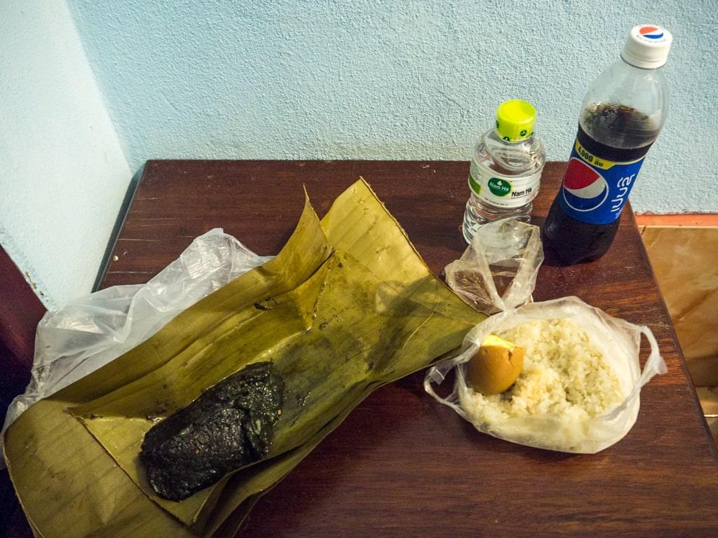 Mok aux algues et oeuf caramel accompagné de riz gluant