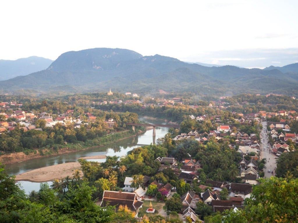 Vue depuis le Mont Phousi sur la ville