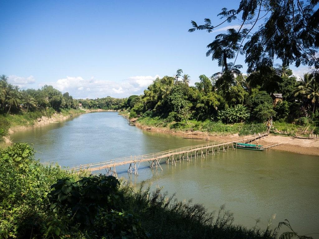 Passerelle en bamboo sur la Nam Khan