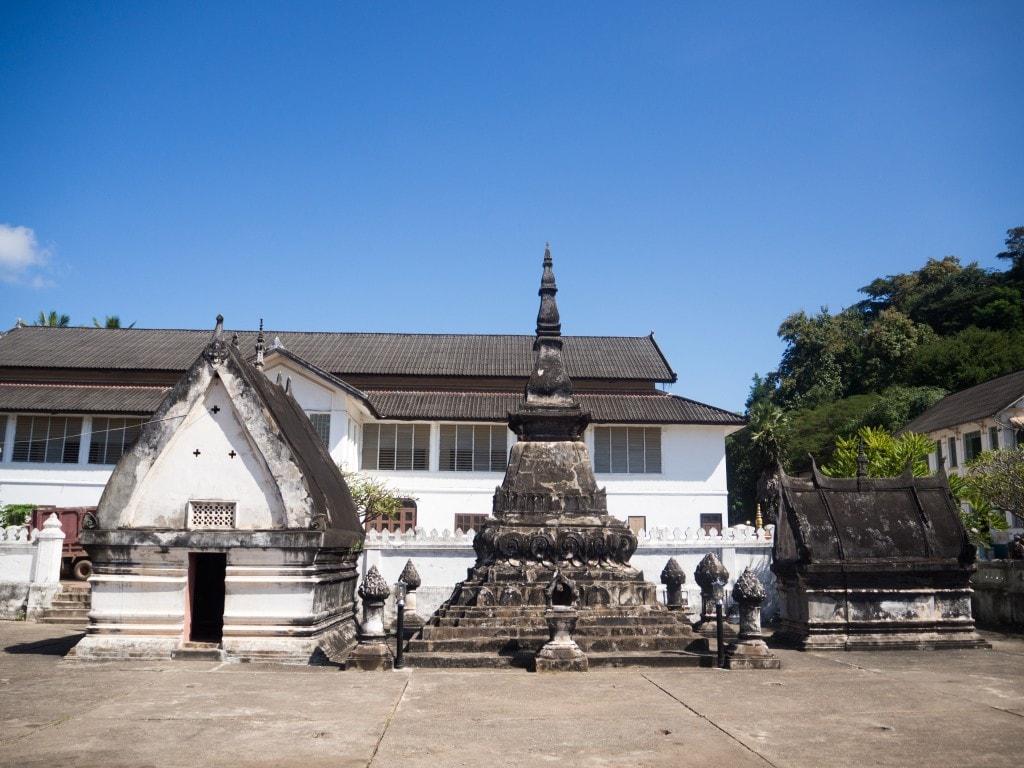 Vat Mai - Stupa