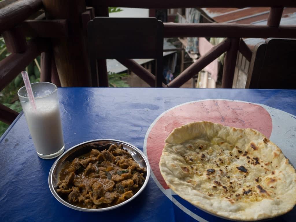 Repas indien Hasan restaurant à Pakbeng