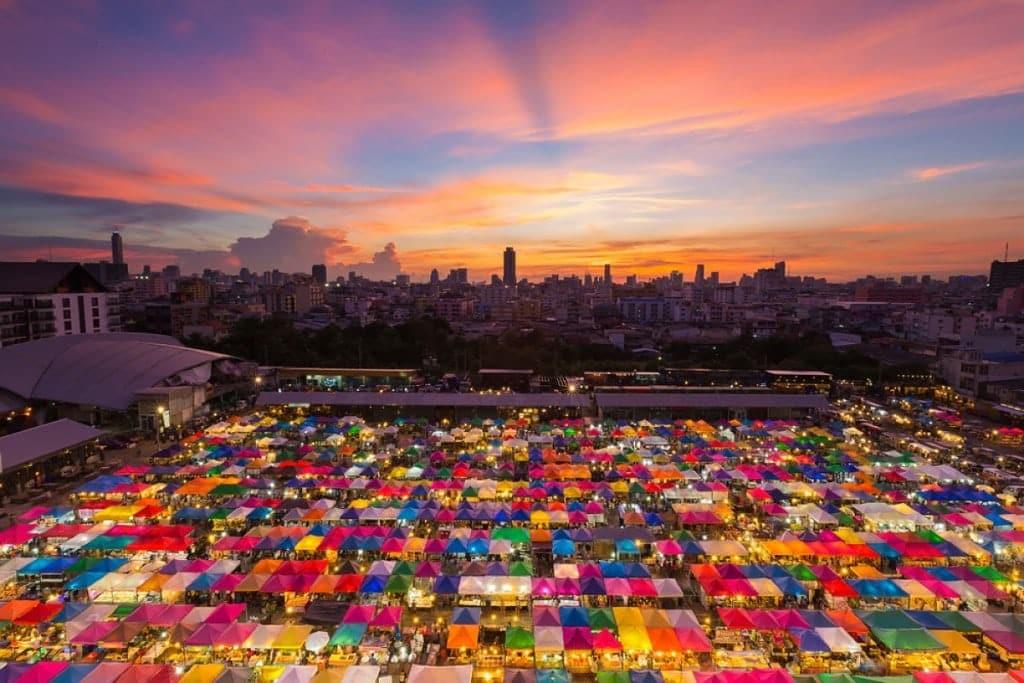 Marché de nuit à Bangkok