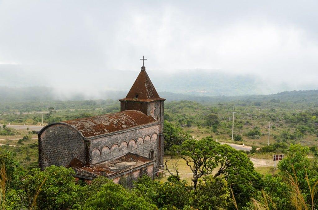 Eglise abandonnée au parc Bokor