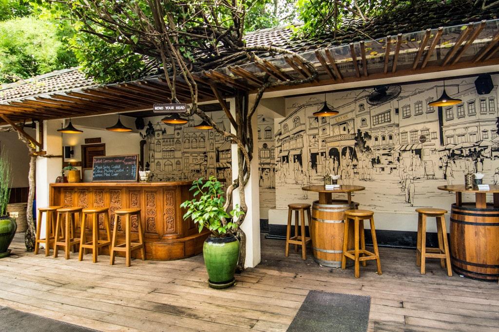 Savoy Hotel de Yangon : le bar de la piscine