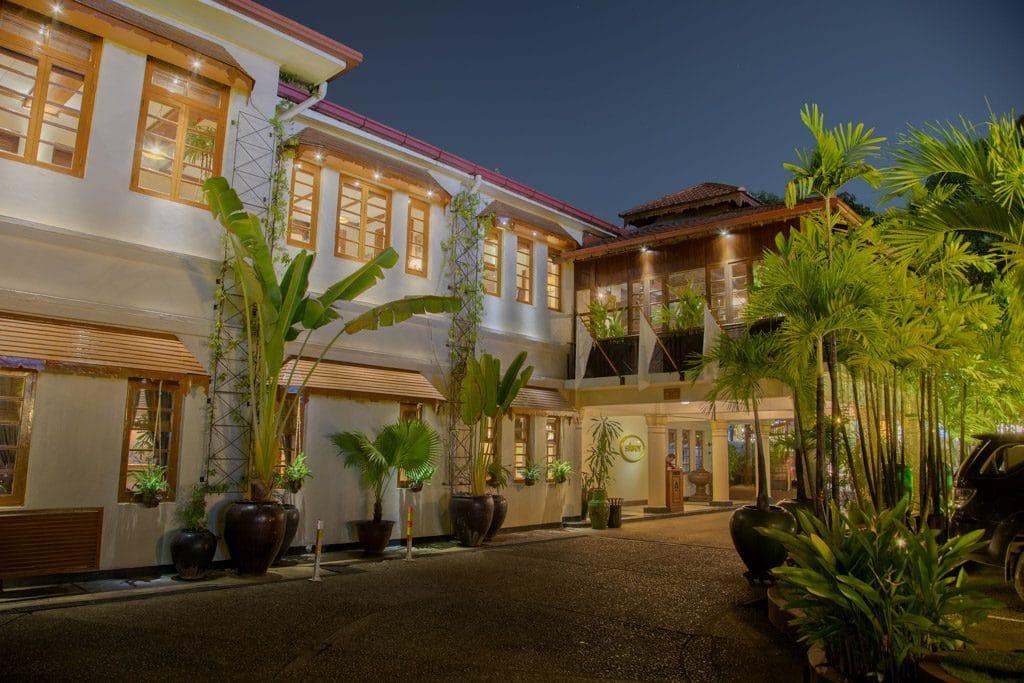 Entrée Savoy Hotel Yangon
