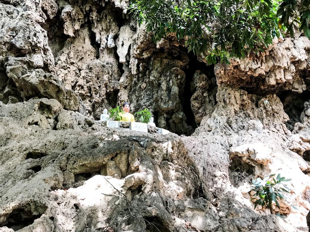 Pagode dans la grotte