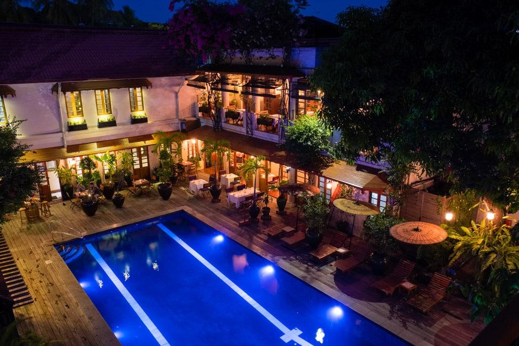 Savoy Hotel de Yangon : Piscine vue de nuit