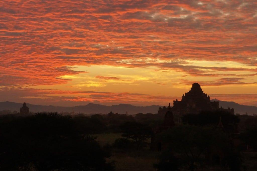 """Coucher de soleil à Bagan - """"Sunset mound"""""""