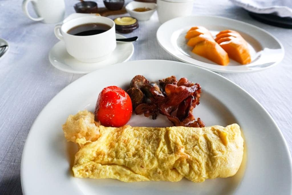 Petit-déjeuner avec saucisses Shan - Inle Princess