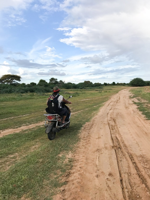 Scooter à Bagan