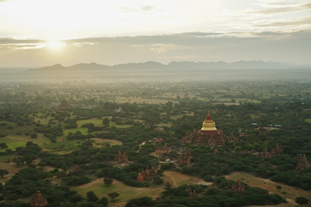 Lever de soleil sur Dhammayazika