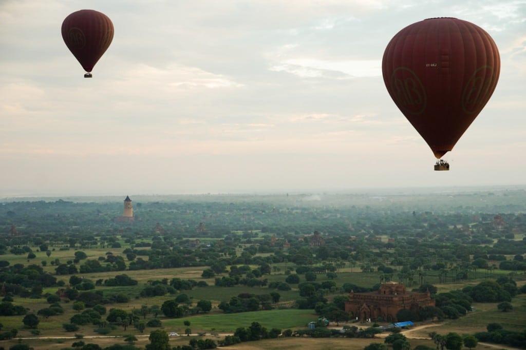 Saison vol en montgolfière à Bagan