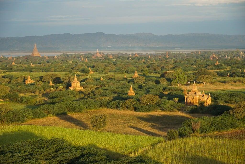 Vol en montgolfière à Bagan au lever du soleil