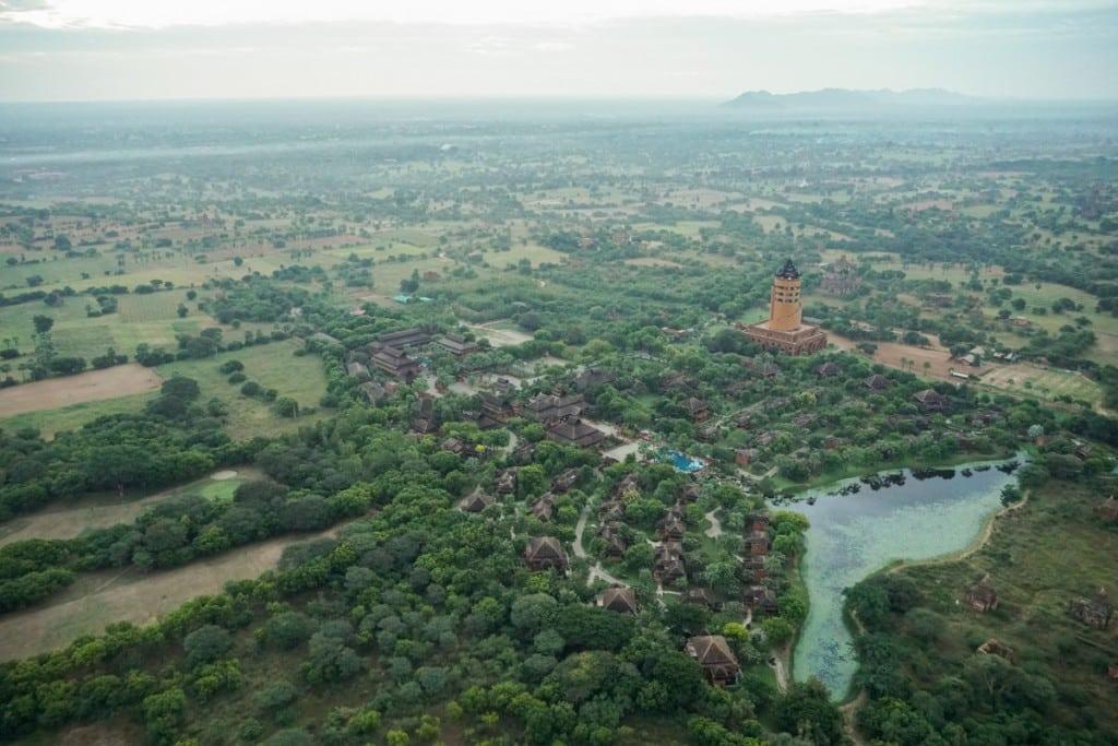 Vue sur la tour Myint à Bagan