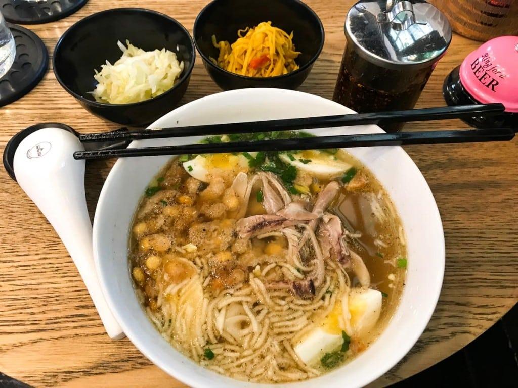 Repas au Hot Pot à Yangon