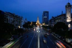 pagode-sule-de-nuit-yangon