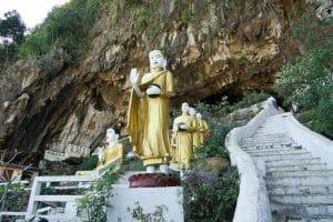 Entrée de la grotte Yatae Pyan