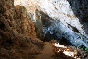 Intérieur de la grotte Yatae Pyan
