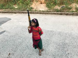 Petite fille à Kyaiktiyo
