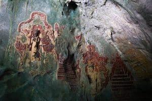 Sculptures à la grotte Yatae Pyan