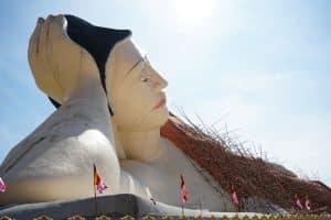 Visiter Ye : Bouddha couché à Ko Yin Lay