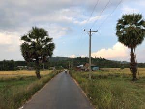 Visiter Ye et ses alentours: sur la route en scooter