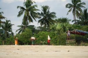 Travailleurs à Bin Le Wa Beach