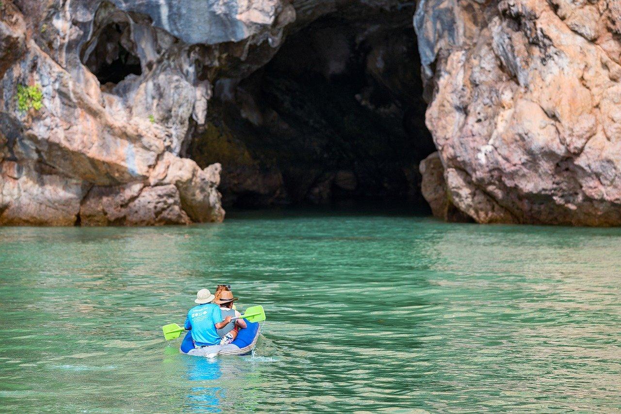 Canoe dans la baie de Phang Nga